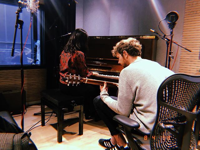 Writing day with @universalproductionmusicuk @whatyouseyr 💜