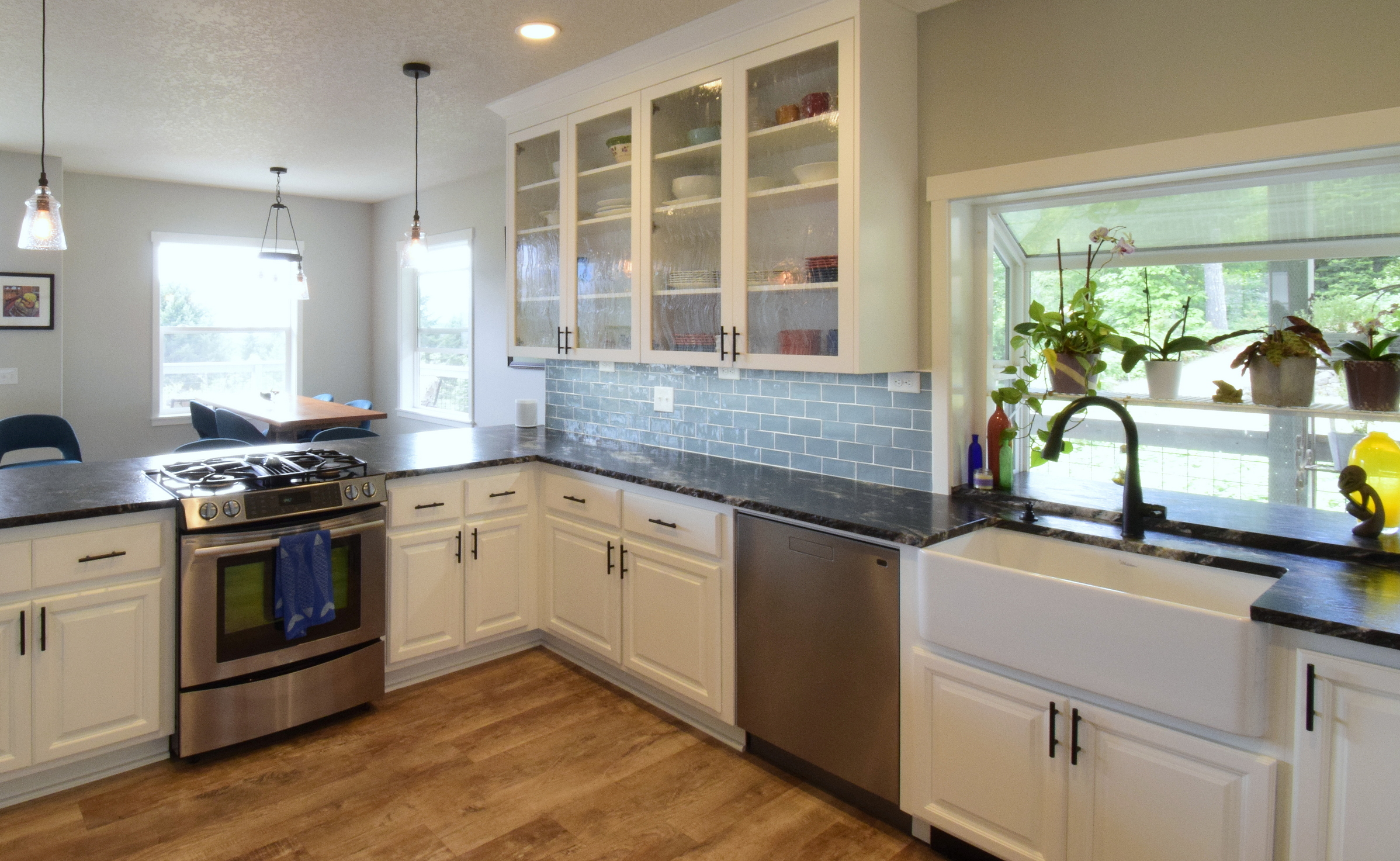Design, Build, and Remodel - Full-service building and remodeling. Licensed in Washington and Oregon. We specialize in design, permits, and construction for building from the ground up new homes and remodeling existing homes. Including kitchens, bathrooms and basements. Our experienced design/build professionals will guide you through a construction process that is as stress free as possible, while delivering your remodel on time and on budget.