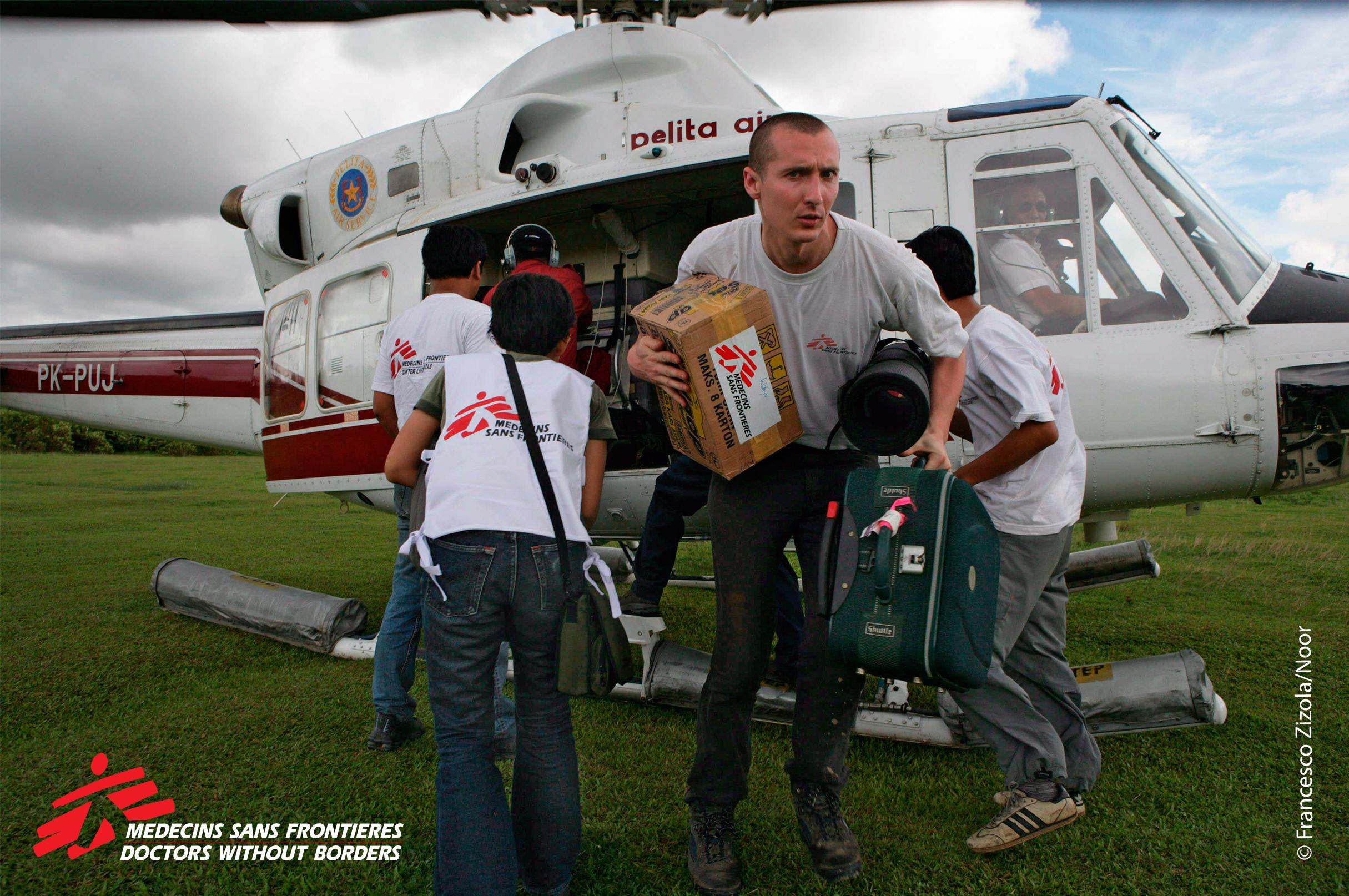MSF Mobile clinic, copyright Florian Lems.jpg