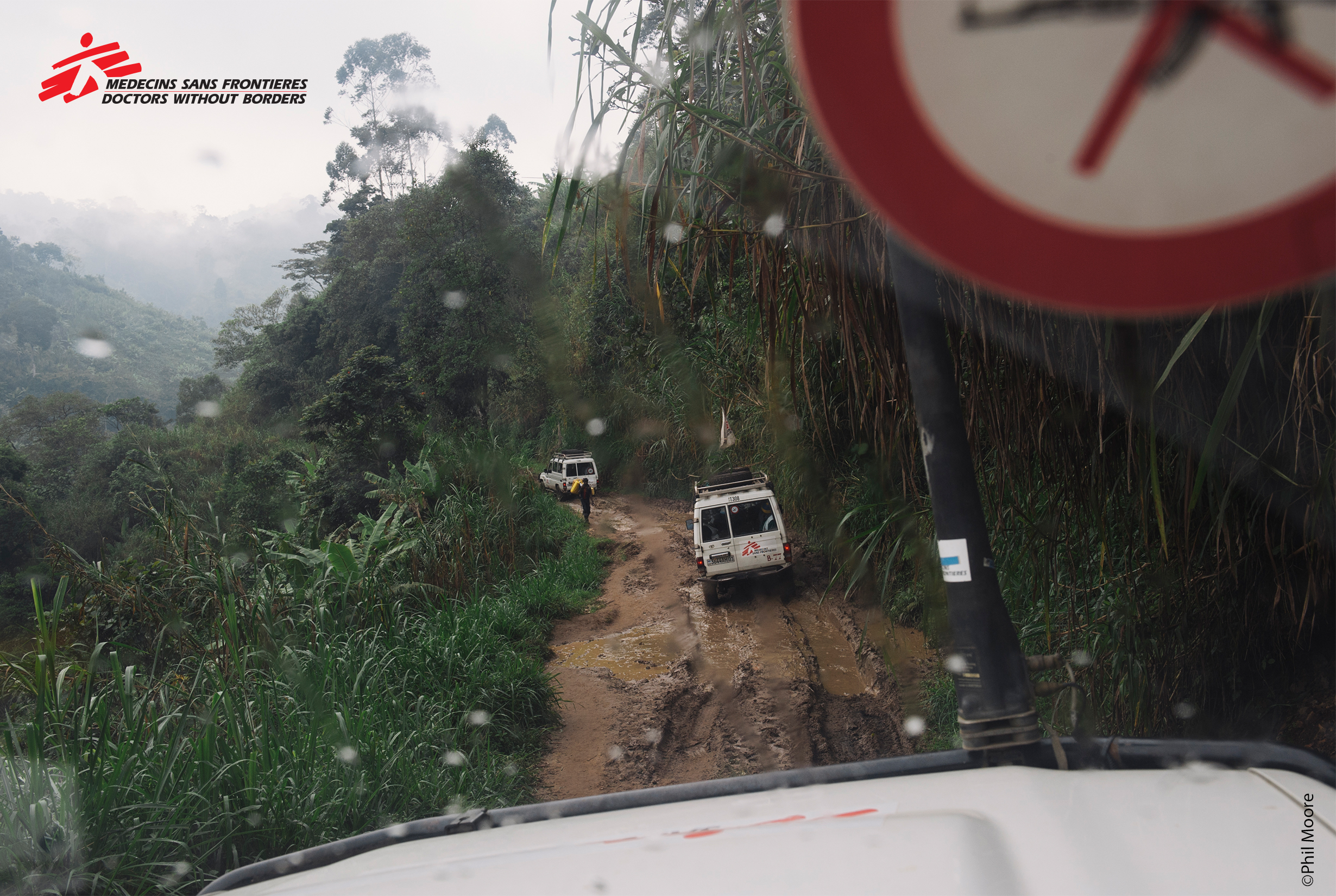 Convoy of MSF Landcruisers, copyright Phil Moore.jpg