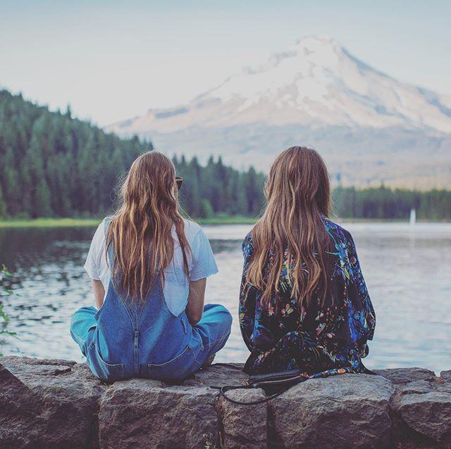 KINDERWUNSCH & ⚡️STRESS⚡️. Wenn deine Kinderwunschreise schon länger dauert weisst du bestimmt schon, dass Stress sich sehr negativ auf die Fruchtbarkeit auswirken kann und als eine der Hauptursachen für Unfruchtbarkeit gilt. . Was aber kann man dagegen tun? Einige Stressoren kann man nicht aus dem Leben räumen (mal ganz zu schweigen, dass ein unerfüllter Kinderwunsch an sich schon grosser Stress bedeutet 🤯)... . . Mit Fertility Yoga lernen wir hilfreiche und einfach anwendbare Tools, mit Stress besser umzugehen. Wir üben Körperhaltungen, die den Blutfluss fördern für optimale Gesundheit. Und wir praktizieren Meditationen, um (wieder) eine liebende und vertauensvolle Verbindung zu unserem Körper aufzubauen. . Im September startet ein 6-wöchiger ONLINE Gruppenkurs in Fertility Yoga 💚. Wir werden eine kleine Gruppe von Frauen sein und eine geschlossene Facebook-Gruppe für den persönlichen Austausch haben.  Alle Infos findest du im Link auf meiner Bio 💚. Early Bird Preis noch bis 26.7. #fertilityyoga #consciousconception