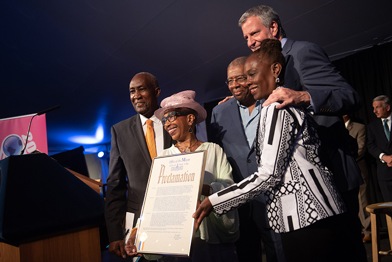 The Greater Harlem Chamber of Commerce was honored by Mayor Bill de Blasio. Left to Right: Lloyd A. Williams, (President & CEO of The Greater Harlem Chamber of Commerce and HARLEM WEEK Co-Founder), Stephanie Francis (Co-Founding Member of HARLEM WEEK), William Rogers (Co-Founding Member of HARLEM WEEK), Mayor Bill de Blasio, and First Lady Chirlane McCray.