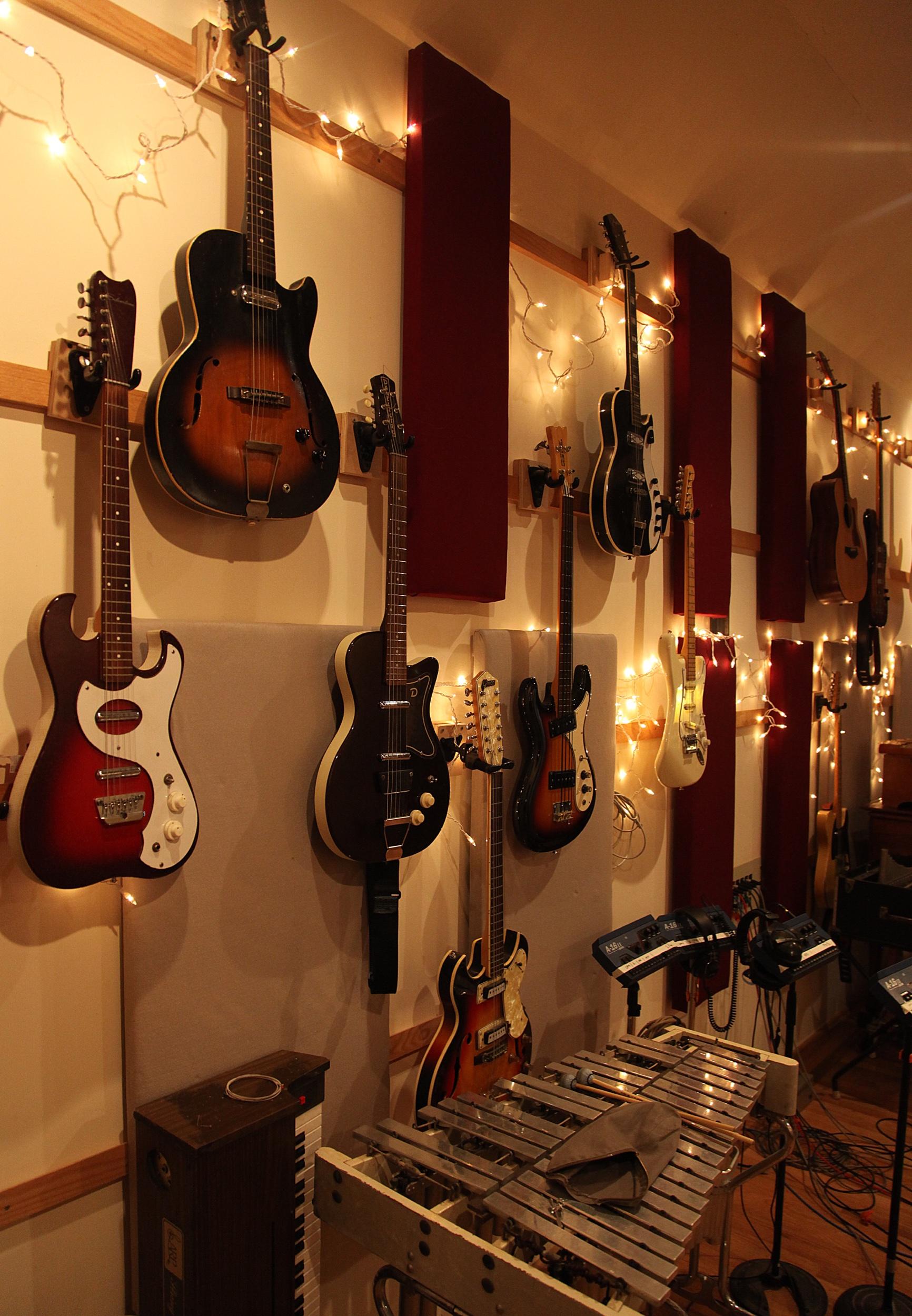 decibelle_guitars_1.jpeg