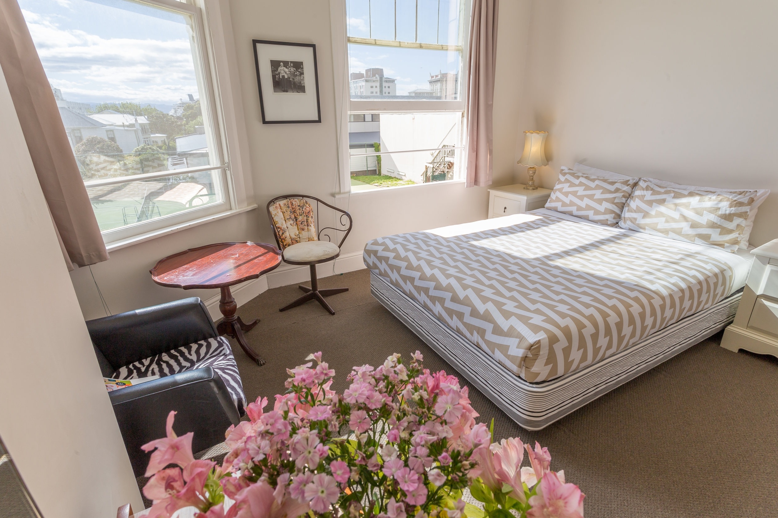 Ultra comfortable rooms to suit any type of budget… - Comfy queen sized beds in each private room and custom made timber bunks in all the dorms with luxurious mattresses and fresh linen bedding. All rooms are light and spacious, with views over Thorndon.