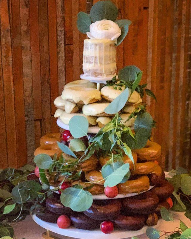 Eat, Drink & Get Married! 👰🏻🤵🏻🍩 #winkdoughnuts @solerepairshop  Congratulations @lisa_march @bjhoelzle55  Beautiful wedding, beautiful couple💕 & beautiful floral by @juniperrosestudio #ilovelove  #weddingday #donutweddingcake #organic #local #glutenfree #plantbased #weddedbliss #seattle #loveislove #donuts #doughnuts