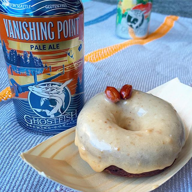 We're picnic ready, are you? 🧺🍻😉🍩 #winkdoughnuts  Grab your Brews & Tasty Treats @ghostfishbrewco before you hit the park for your sunshine enjoyment! The Blue Angels are in town, so it'll a great Sunday to be outside.   We're bringing all the tasty treat to the taproom and a new flavor- a frequently asked for combination of sweet salty peanut & chocolate😯- we're calling it Beer Nuts, since that peanutty goodness goes amazing with an ice cold one... we recommend the Vanishing Point Pale Ale😋🍩  This Sunday 8/4 Wink Doughnuts PopUp shop is in the taproom at Ghostfish Brewery 12noon-3pm or sold out! 2942 1st Ave S. Seattle, WA  98134  See you there! ✌🏽♥️🍩🍻- Maretta  #popup #popupshop #delicious #organic #doughnuts #thathappentobe #glutenfree #plantbased #dairyfree #eggfree #vegan #vegetarian #baked #donuts #supercute #seattle #local #original #womenownedbusiness #startup #bakery #ghostfishbrewery #glutenfreebeer