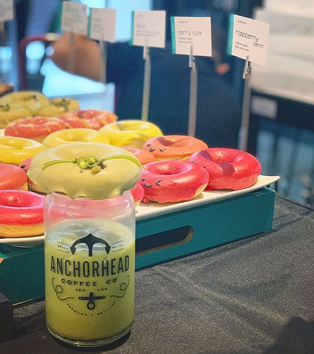 Yo! Get yo Pistachio 🍵 Matcha! #winkdoughnuts ⠀⠀⠀⠀⠀⠀⠀⠀⠀ ⠀⠀⠀⠀⠀⠀⠀⠀⠀ ⠀⠀⠀⠀⠀⠀ 30 min left @anchorheadcoffee + we got a few yummy flavors left! Head on over or let us know if we can pack you up a box for pickup later (slide in the DM). We got you 😉 ⠀⠀⠀⠀⠀⠀⠀⠀⠀#nordstrom #anchorhead #delicious #organic #doughnuts #thathappentobe #glutenfree #plantbased #dairyfree #eggfree #vegan #vegetarian #baked #donuts #supercute #seattle #local #original #womenownedbusiness #startup #bakery ⠀⠀⠀⠀⠀⠀⠀⠀⠀ ⠀⠀⠀⠀⠀⠀