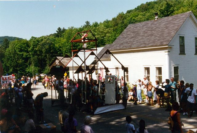 Happy 4th! Hope you enjoy this throwback picture of Yestermorrow at the 1995 Warren Parade! The School was celebrating its 15th Anniversary! 😍🎉 . . . #warrenvt #thewarrenparade #fourthofjuly #madrivervalley