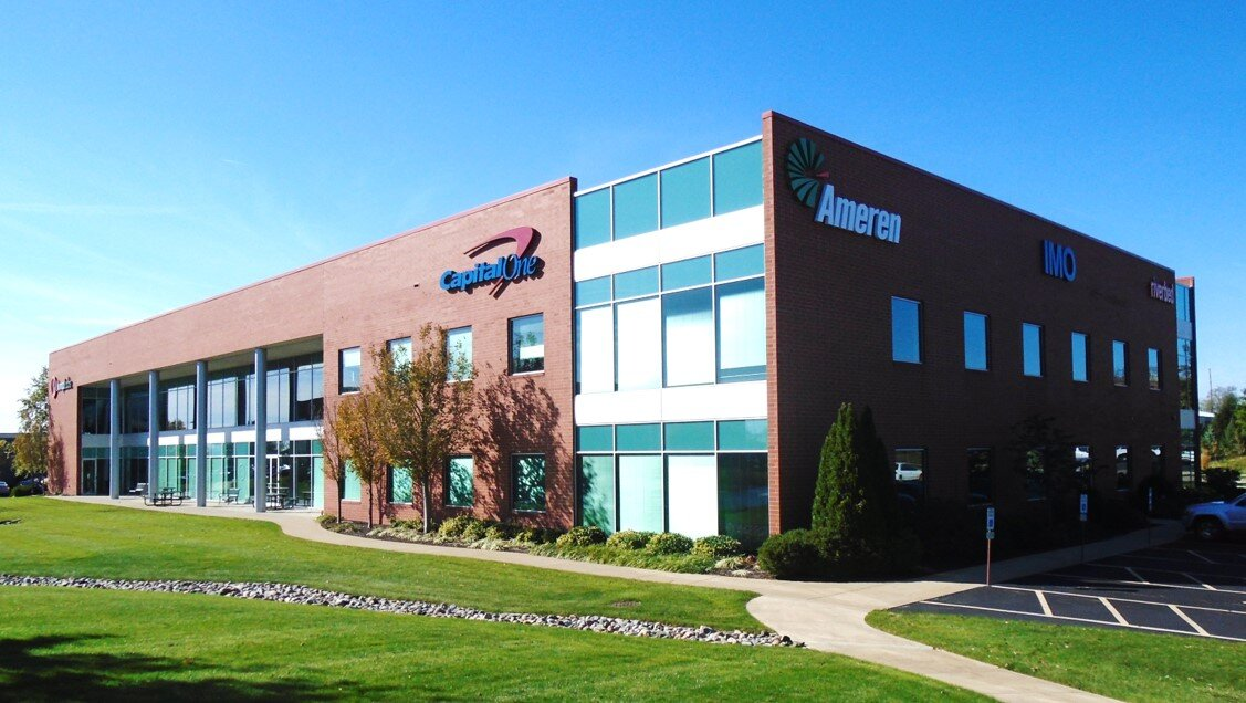 - The Ameren Building is located at 2100 S. Oak Street. This 45,045 square foot multi-tenant building serves as a wet/dry laboratory and office space for companies in need of both. The building has common area restrooms, a pond front location with walking paths, and park landscaping.