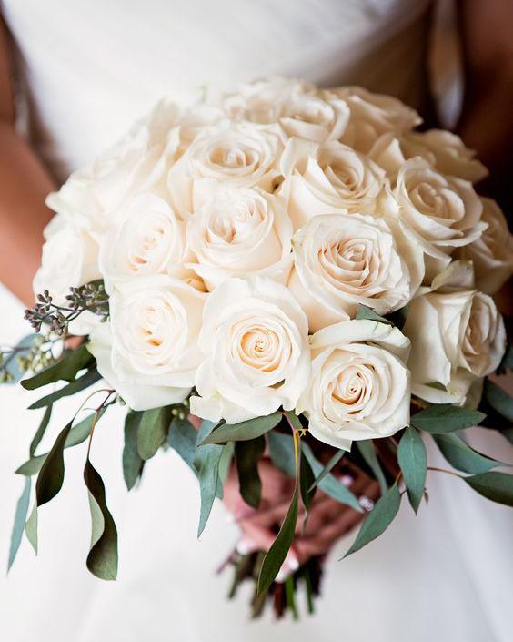 classic-rose-bouquet-bliss-maui-beach-weddings.jpg