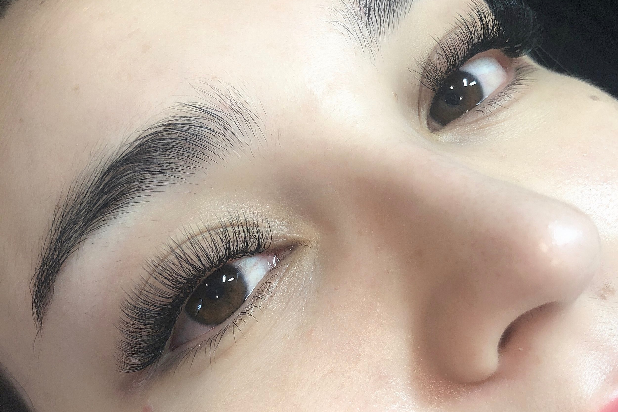 GLAMOROUSHybrid Lash Extensions - Creates a dramatic look by using a mix of individual classic lashes and our 3D lashes.199Book Online Now