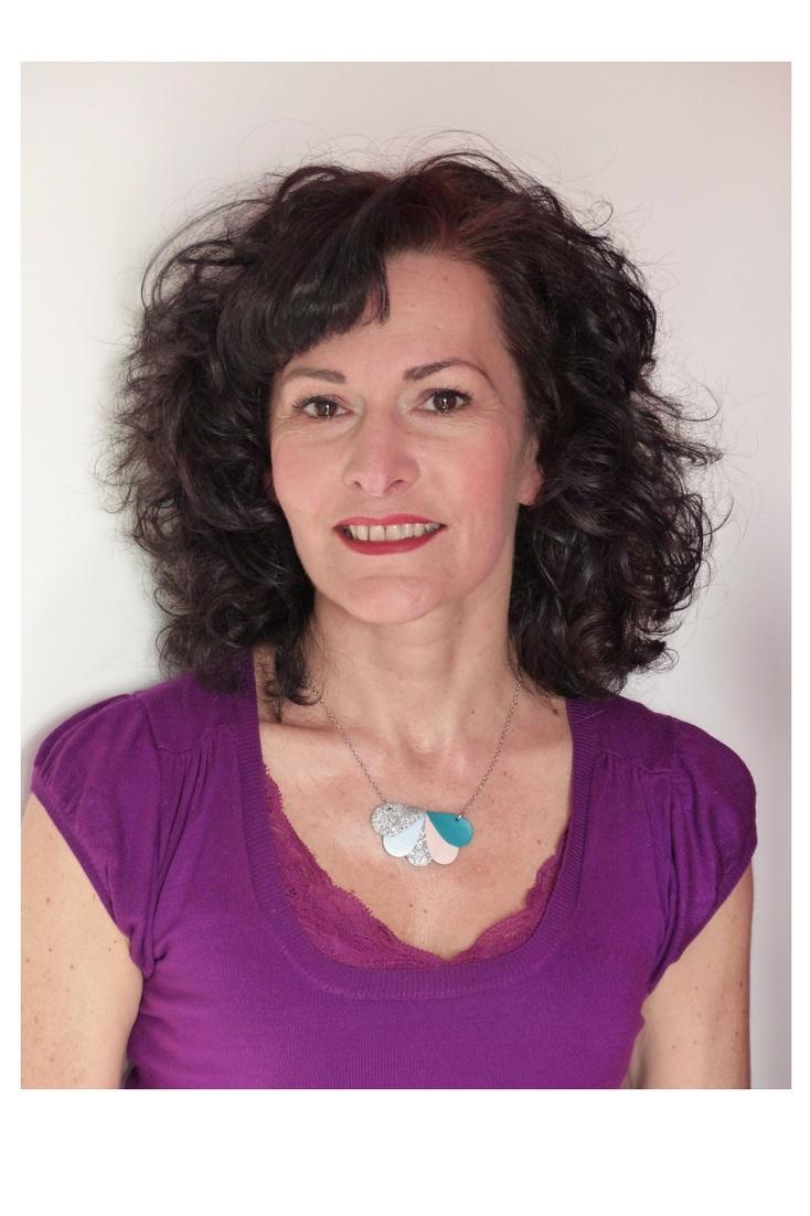 photo Carole cheveux détachés.png