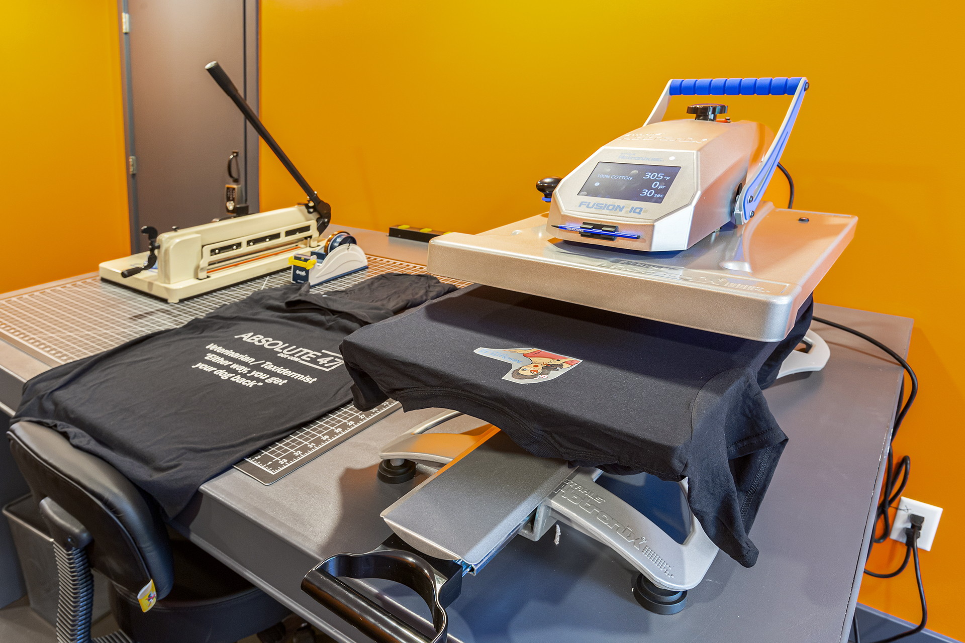 Direct to Garment Printing: personalized t-shirts & tanks, custom totes & bags -