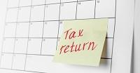 tax return post-it on calendar
