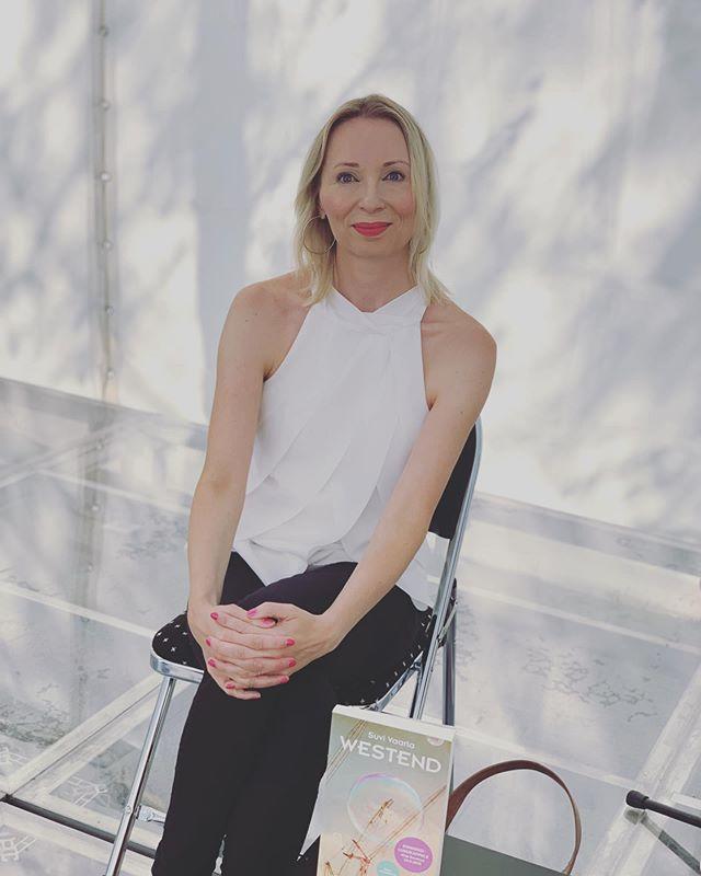 Filosofian ja kirjallisuuden päivässä keskustelijana Suvi Vaarla. Hän esitteli myös syksyllä ilmestyvän Westend (WSOY) romaanin. #punkaharjuartup #artup2019 #punkaharju #punkaharjuartup2019 #artuppunkaharju2019 #artuppunkaharju @suvivaarla