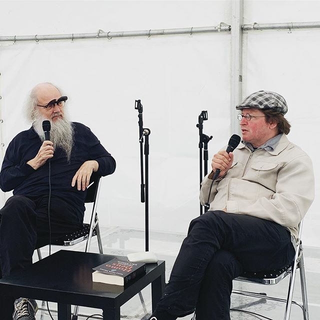 Art Up Areenassa mielenkiintoisia keskusteluita idän viisaudesta, lännen luovuudesta ja ihmisen lyhyestä historiasta. Kirjailija, suomentaja, Aasia-asiantuntija Pertti Seppälä ja haastattelijana Sam Inkinen. #punkaharjuartup #artup2019 #punkaharju #punkaharjuartup2019 #artuppunkaharju2019 #artuppunkaharju