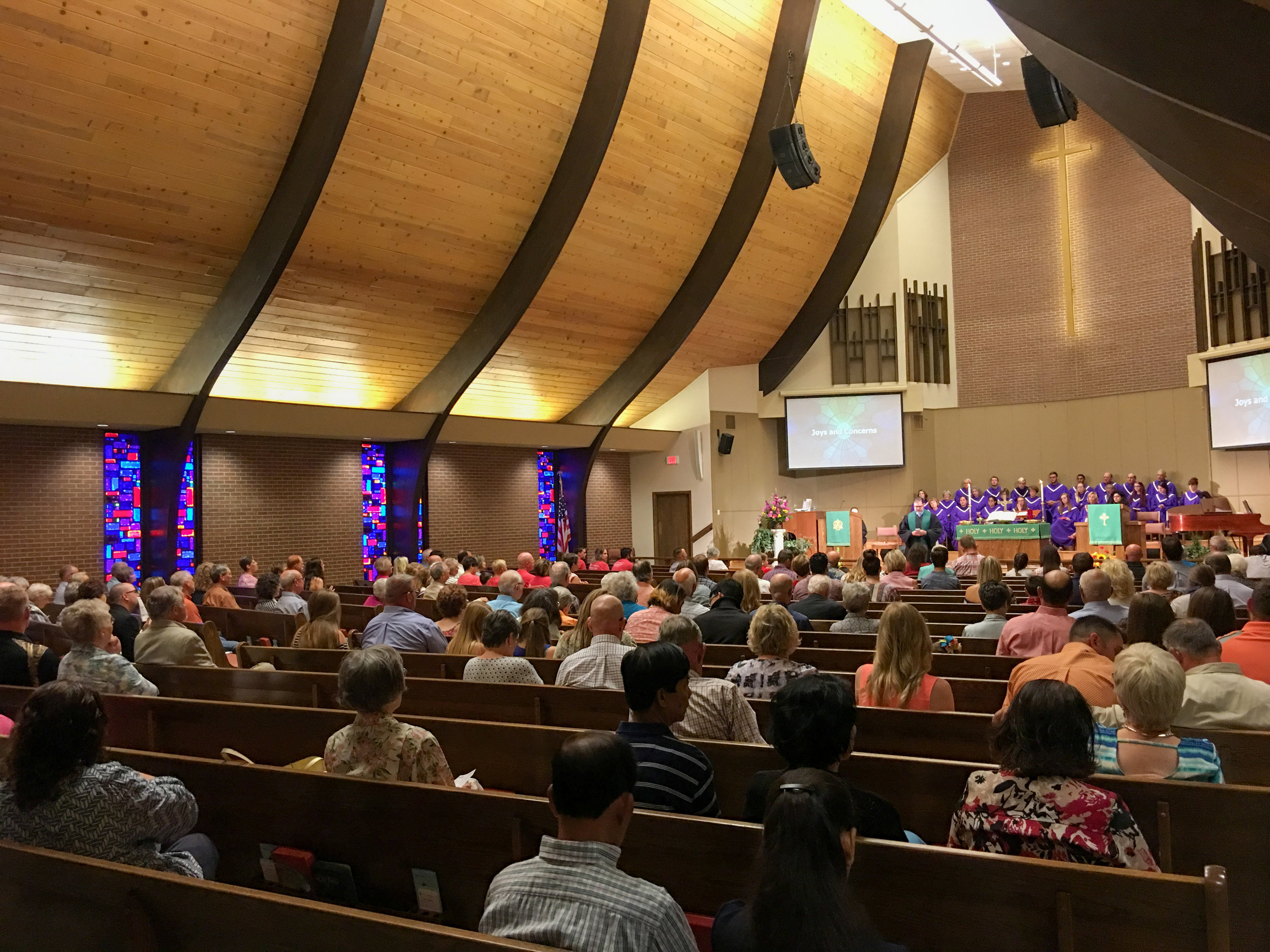 A full sanctuary for the early Traditional Service.