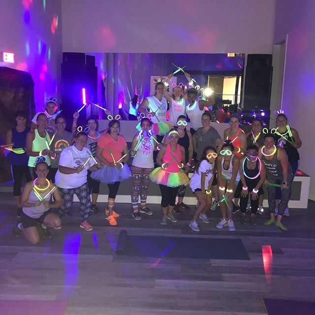 INCREDIBLE GLOW POUND class tonight! The #poundposse brought it and the members took it even further! This teaser class was no teaser as everyone went ALL OUT!! Way to go ladies! ⚡️⚡️⚡️ #mainstreetmissfit #glowpound #ellicottcity #catonsville #howarcounty #poundfit #fitness #workout #tribe #strongwomen #thesweatlife #empowerwomen
