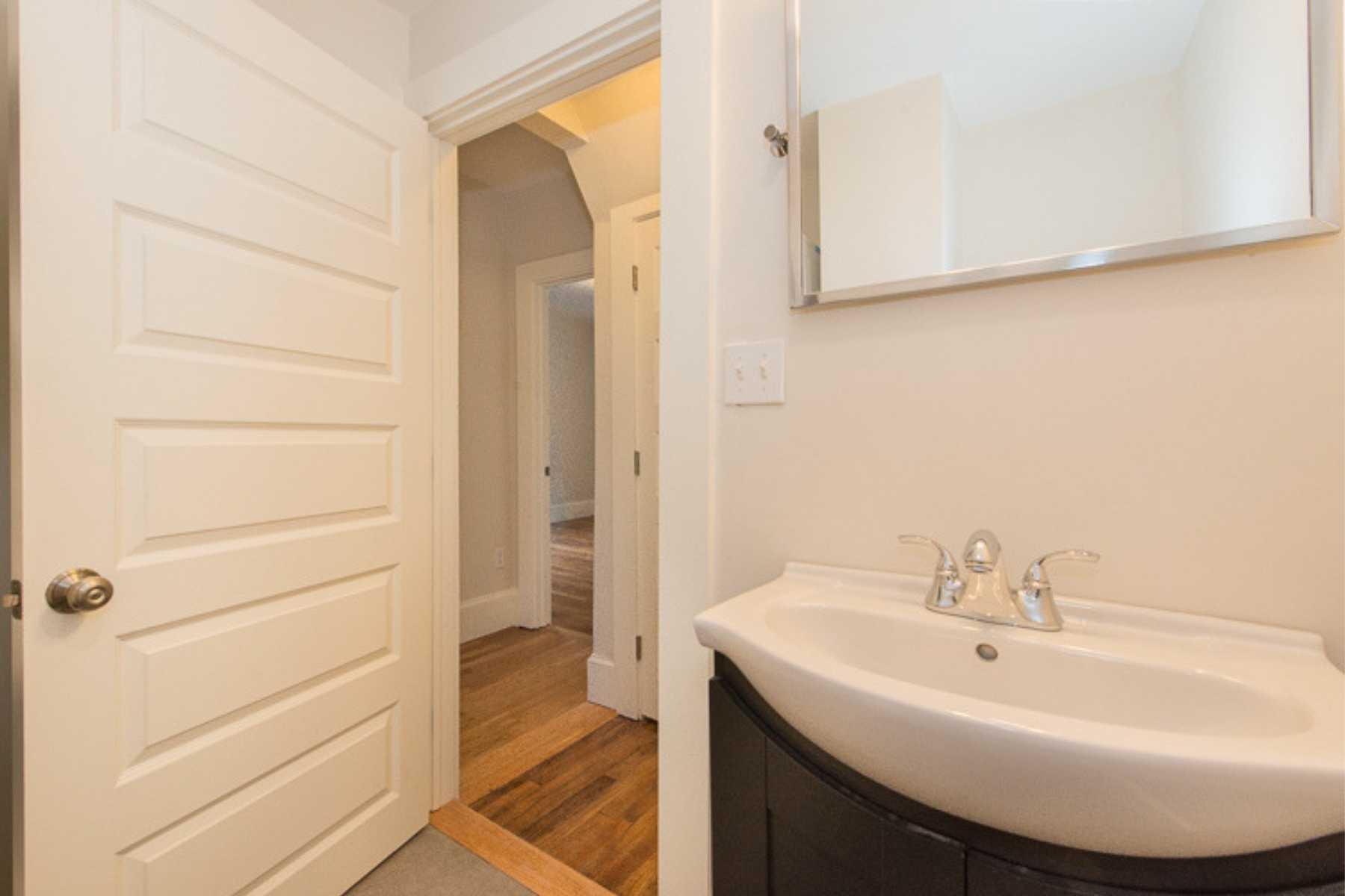 8-CapstoneCommunities-property-Riverside-Place-Apartments-Cambridge.jpg