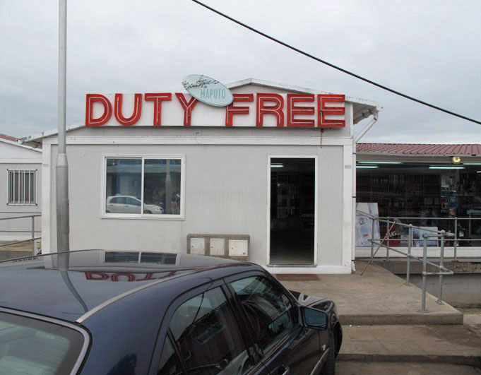 Duty-Free-on-Mozambique-border.jpg