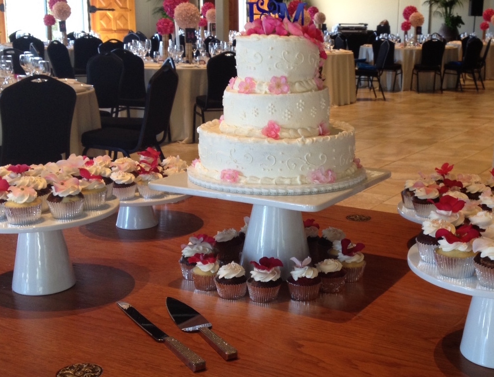 3 tier and pedestal cupcakes .jpg