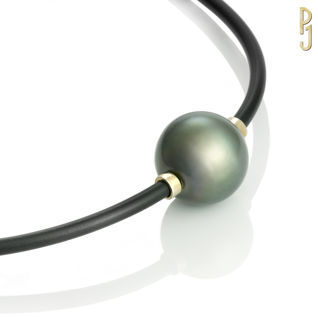 TAHITIAN PEARL - Necklace: Saltwater pearl 17mm on a neoprene necklace.