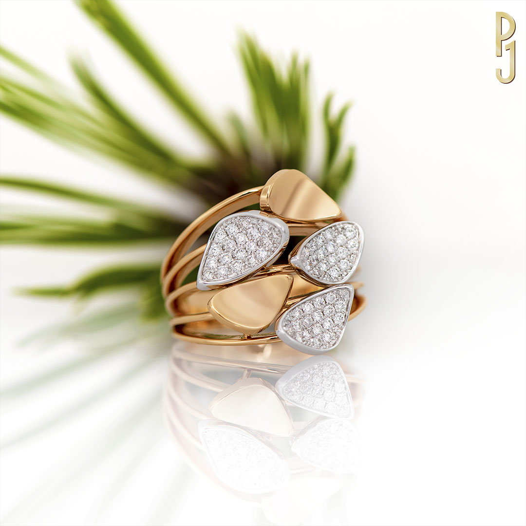 ROSE GOLD & DIAMONDS - This stunning ring is made from 18ct rose gold & 18ct white gold. The ring contains 53 diamonds