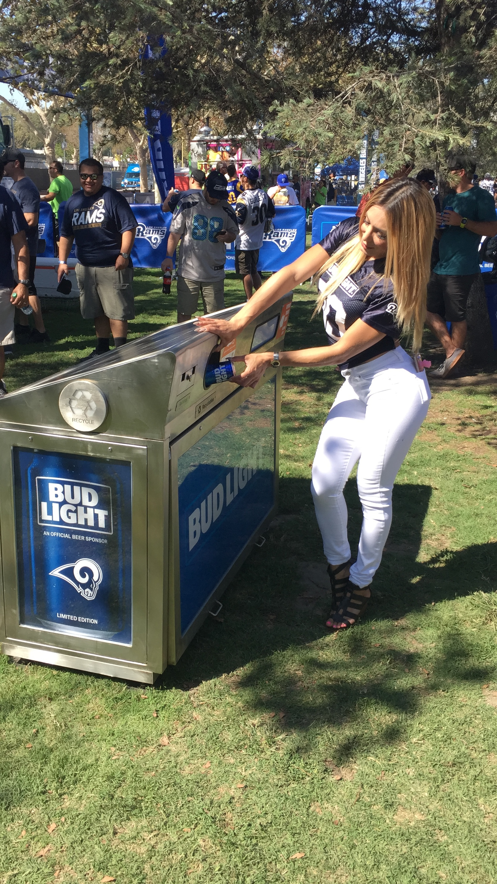 - ANHEUSER - BUSH and LA RAMS NFL TEAMPartner with SOLAR WIFI ECO BIN on their stadiums and product activations with Outstanding acceptance at all BUD LIGHT/ NFL RAMS, in Los Angeles area.With a Very positive feedback from the public on recycling awareness and FREE WIFI hots spots during events