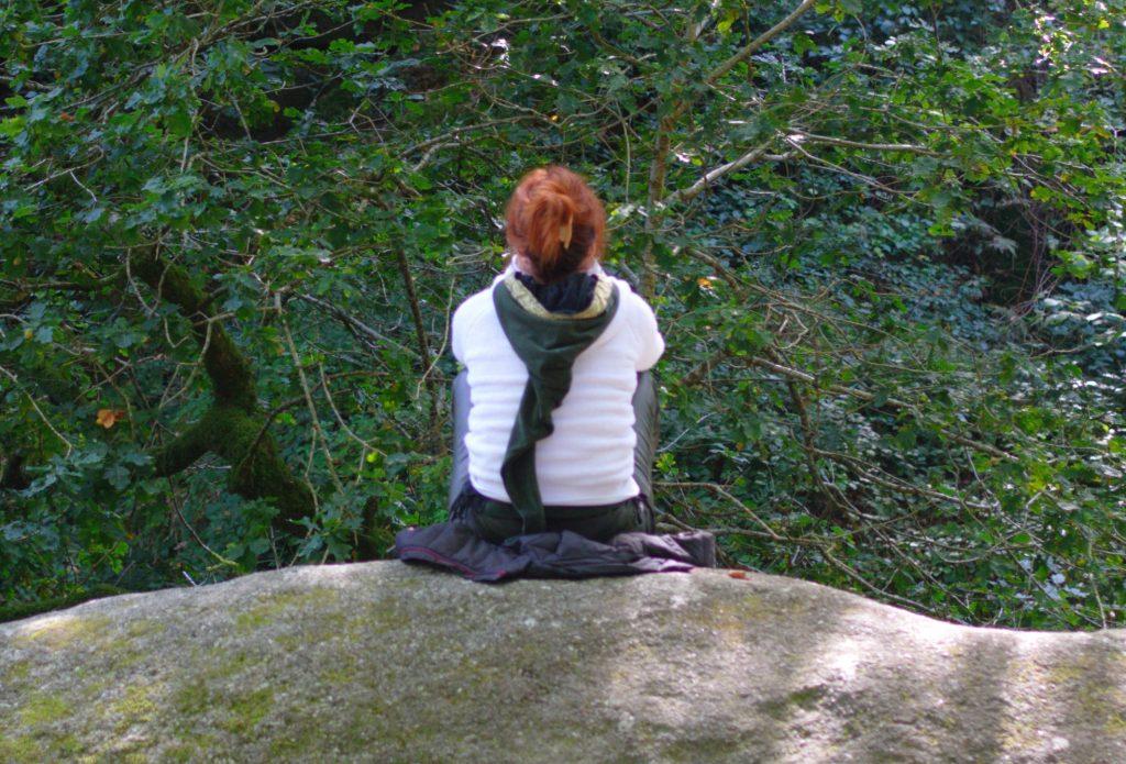 Méditation-en-forêt-de-Huelgoat-1024x695.jpg