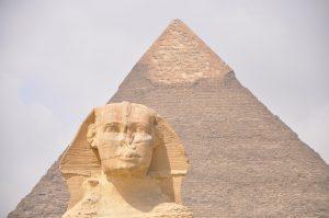 Pyramide-et-Sphinx-300x199.jpg
