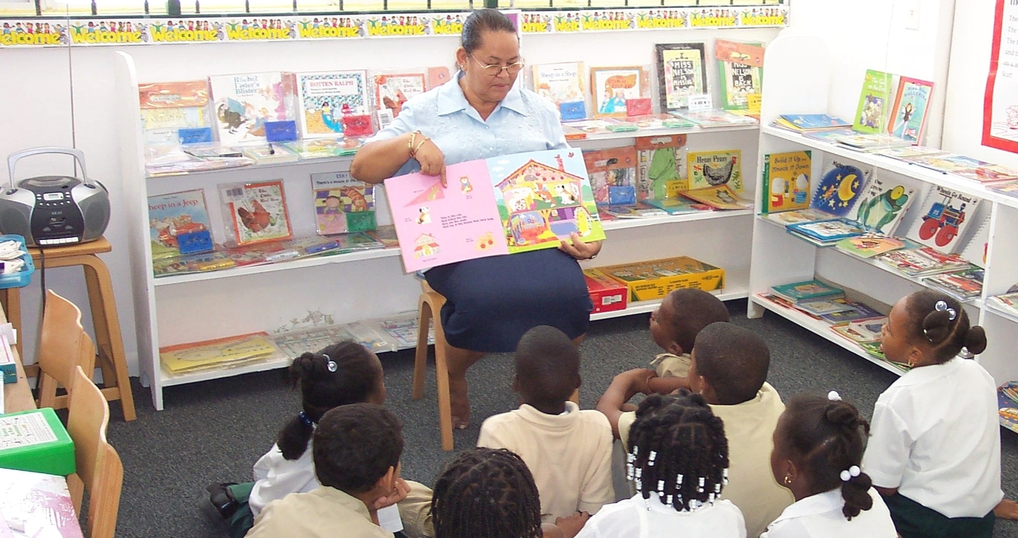 South Caicos-Locals-Kids Reading 3.jpg