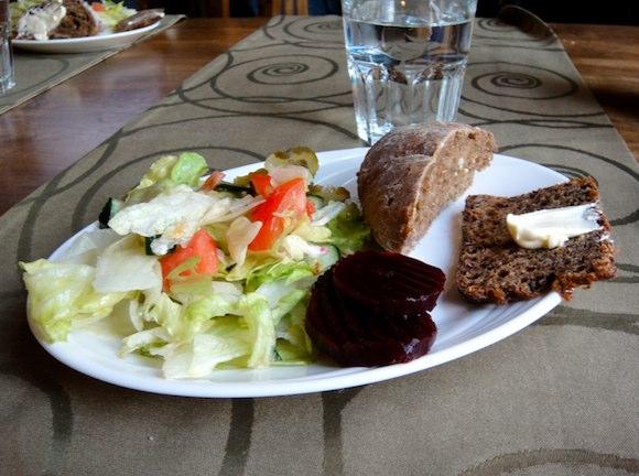 Salaattipöydän antimia