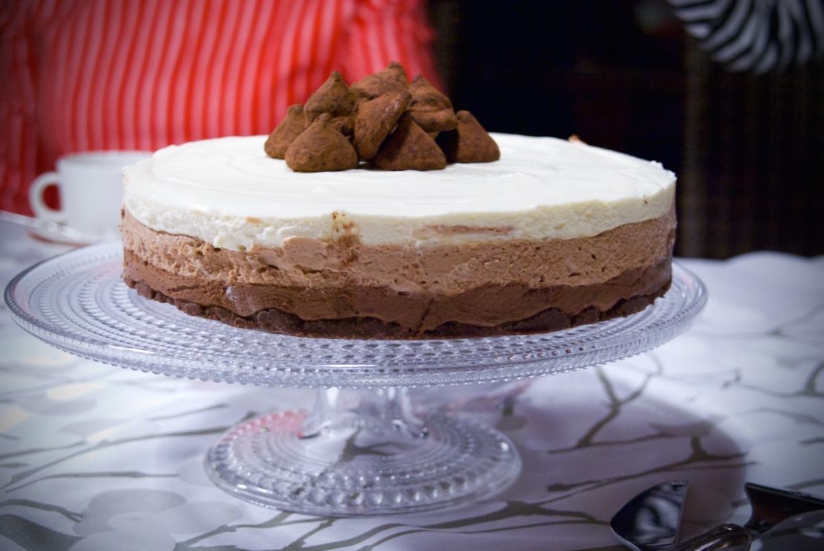 Kolmen_suklaan_kakku.jpg