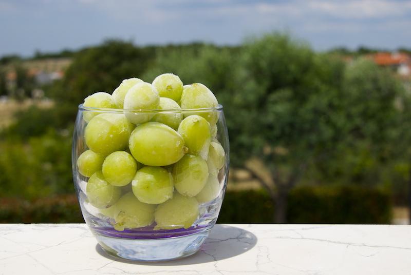frozen_grapes.jpg
