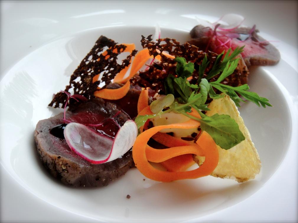 Graavattua Pargas Gårdin härkää, porkkanaa ja piparjuurta