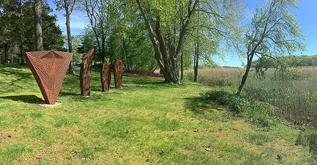 """Smooth install of my work """"Stance""""  Steel 2018 and """"Schild""""  Wood and Steel 2019 @studio80_sculpturegrounds in Old Lyme CT. Thanks to the crew and @samwrightbro for all the help.  #oldlyme #sculpture #studio80sculpturegrounds #art"""