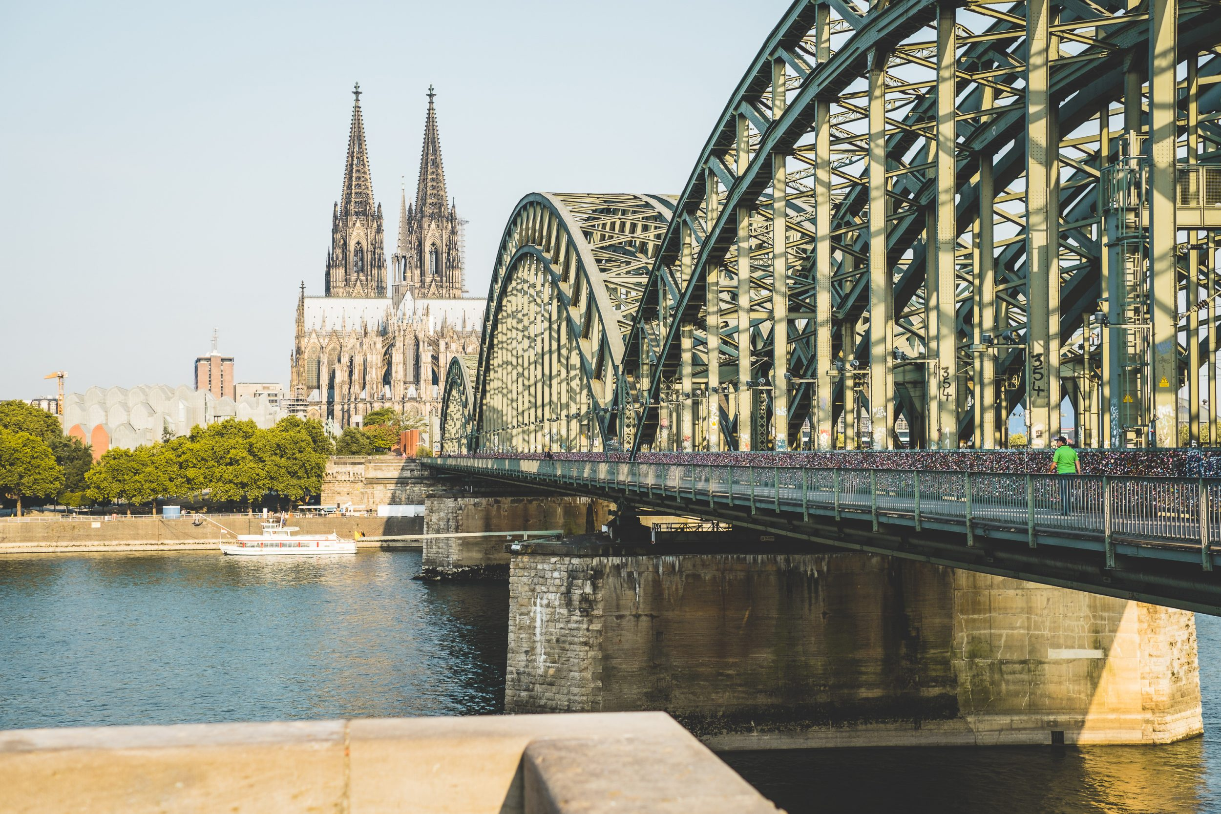 Lock-Bridge-Hohenzollernbrücke-Cologne-Germany.jpg
