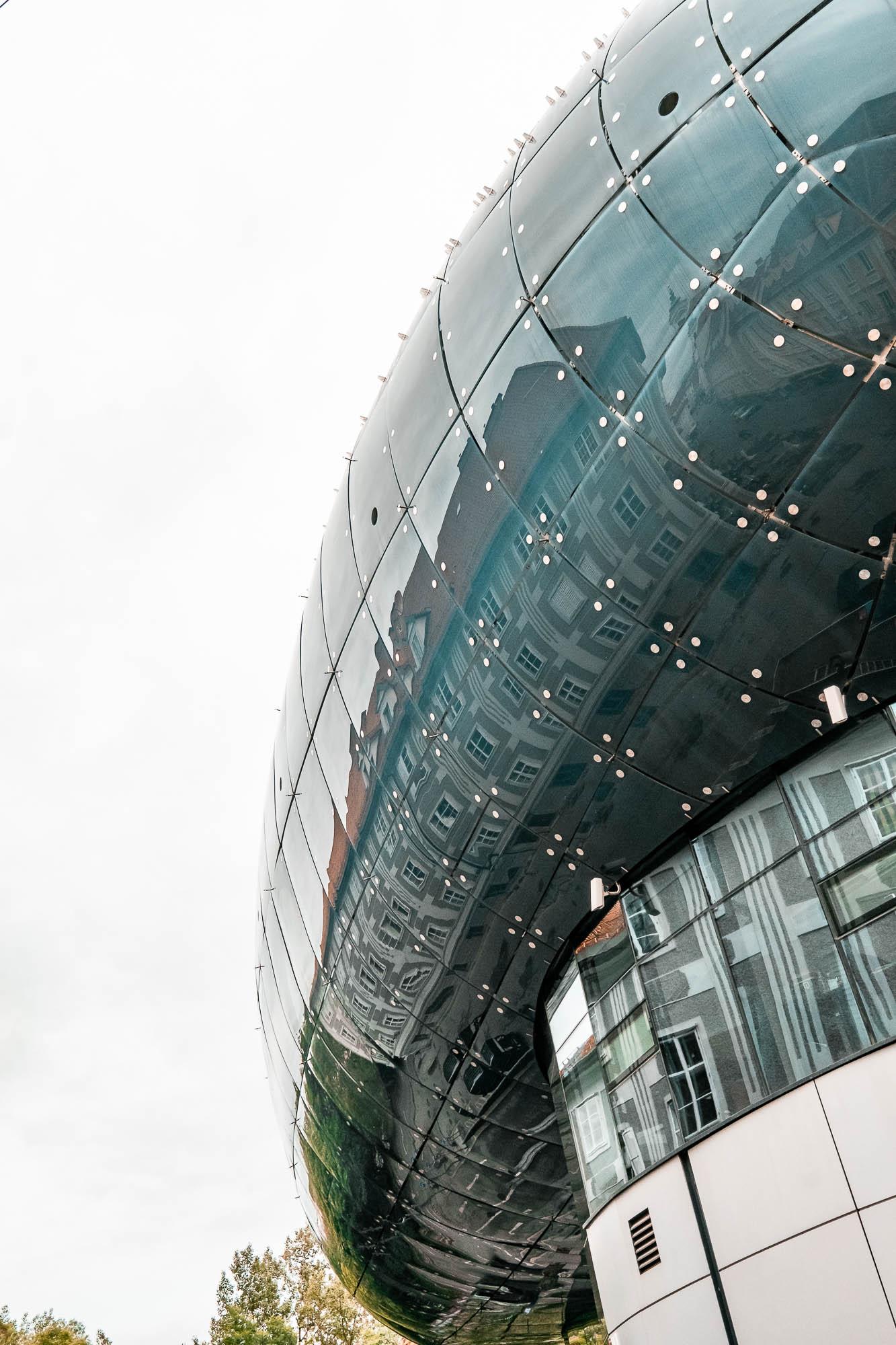 Kunsthaus Graz Art Museum.jpg