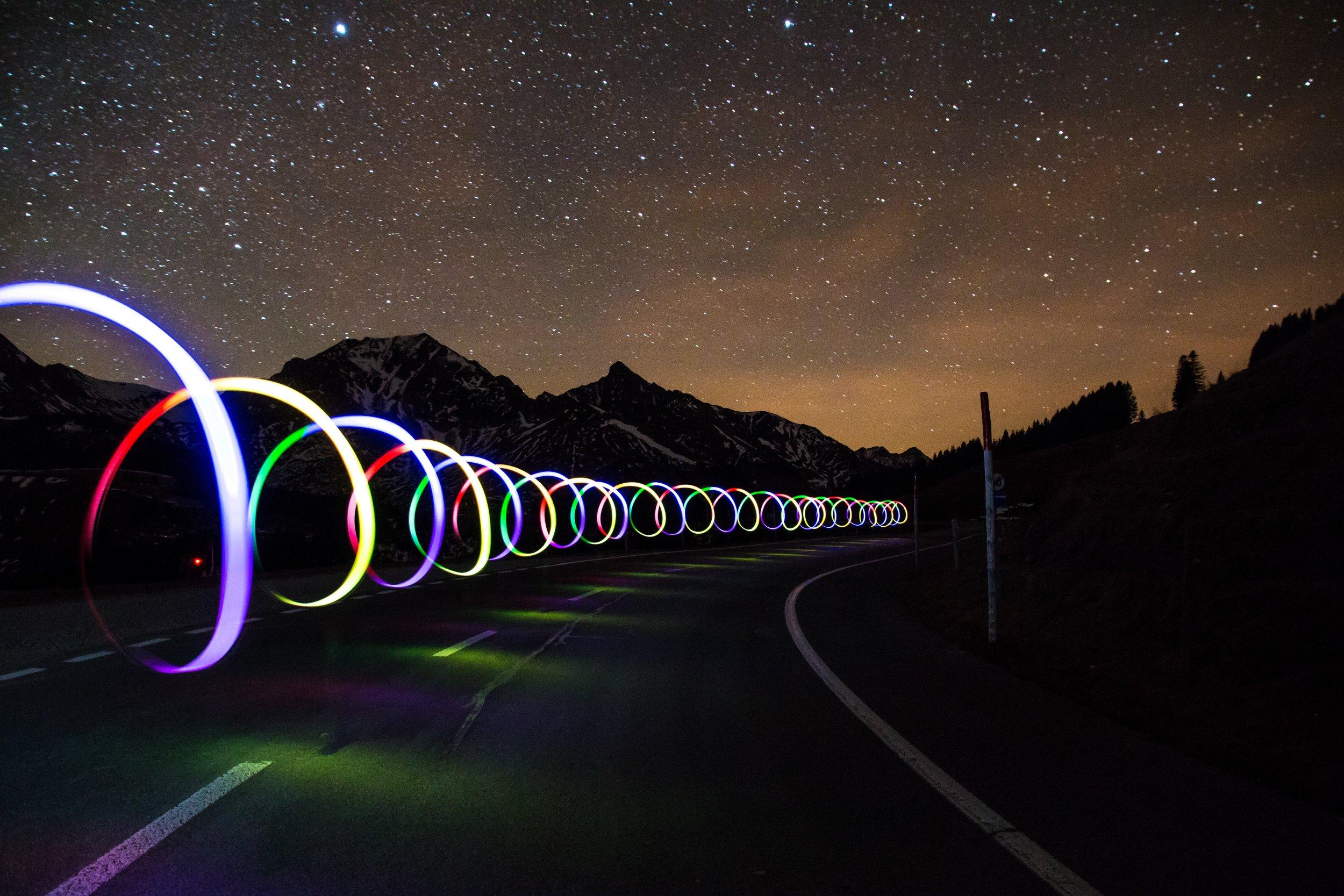 road_light_connected_car.jpg