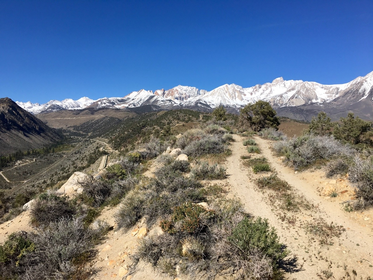 Sierra Nevada Mountains to the west