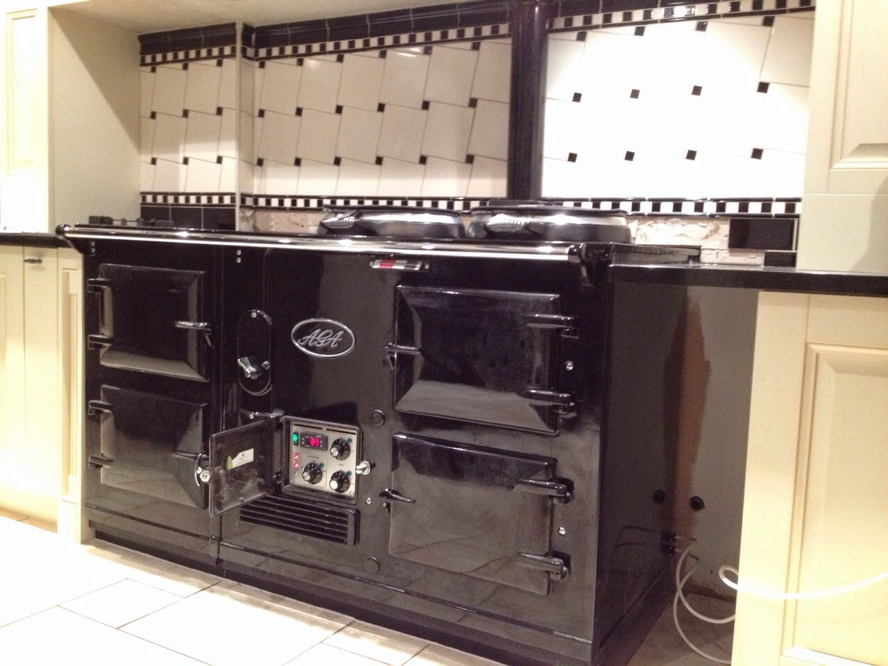This black AGA Standard is now converted from oil to electricity with the help of the Electrickit solution.