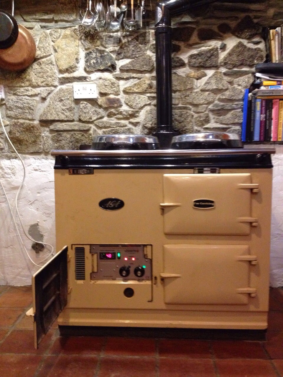 Our latest member to the electric AGA family is based in the town of Callington in South East Cornwall. Knowing the benefits the reduced heating times bring, the guys were keen to get their AGA converted in time for the hectic Christmas period.