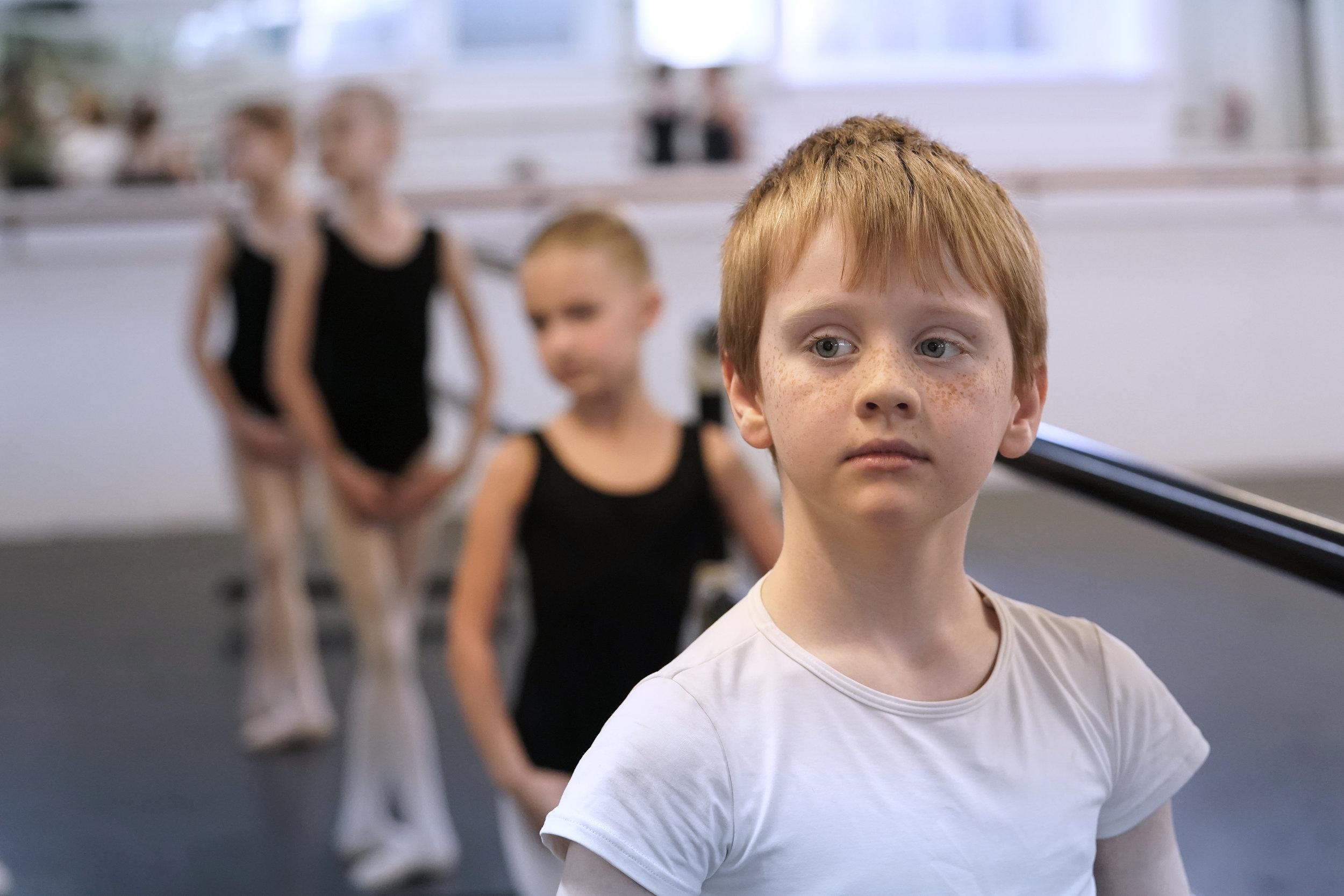 Preparatory dancers- fifth position en bas