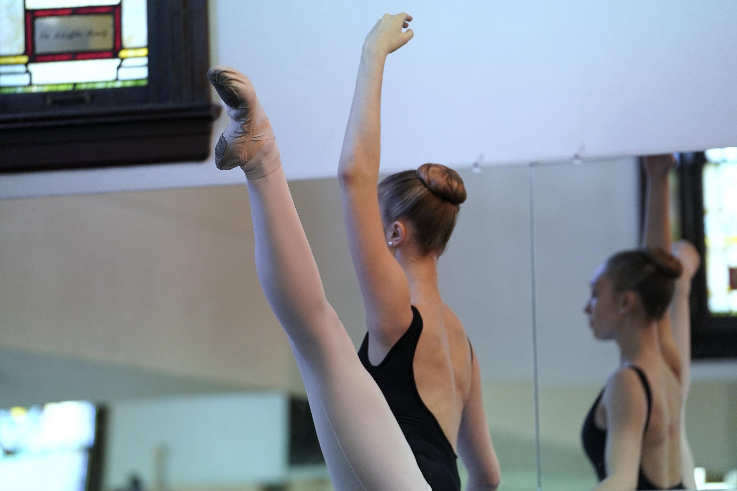 Dancer in Developpe a la Seconde