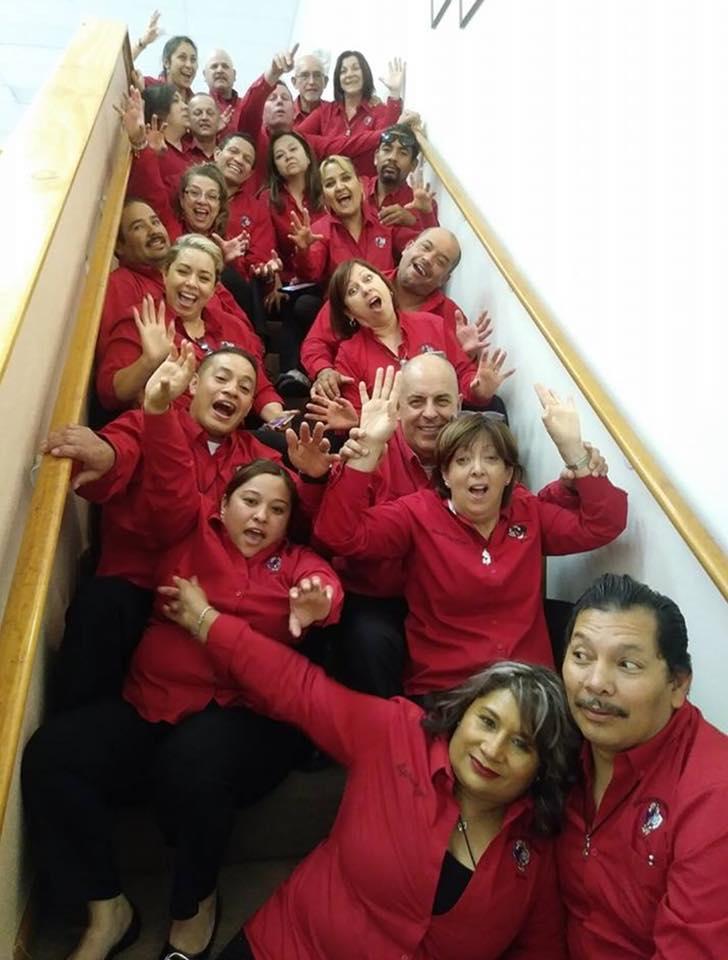 Grupo en una escalea.jpg