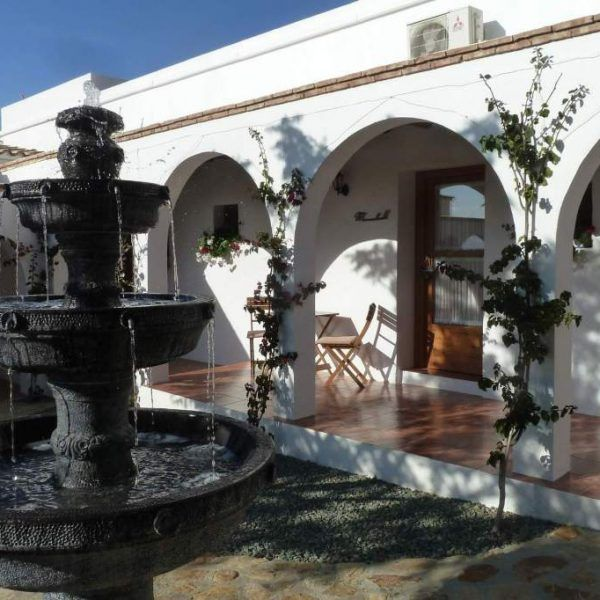 patio-guestrooms-fountain-600x600.jpg