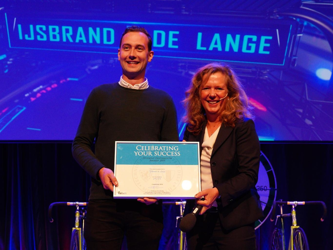Inspirational Award 2019 - September 2019At the opening ceremony of the academic year, IJsbrand received the Inspirational Award! As former TU Delft student who started a business from his graduation project, he is an inspiration to new students.
