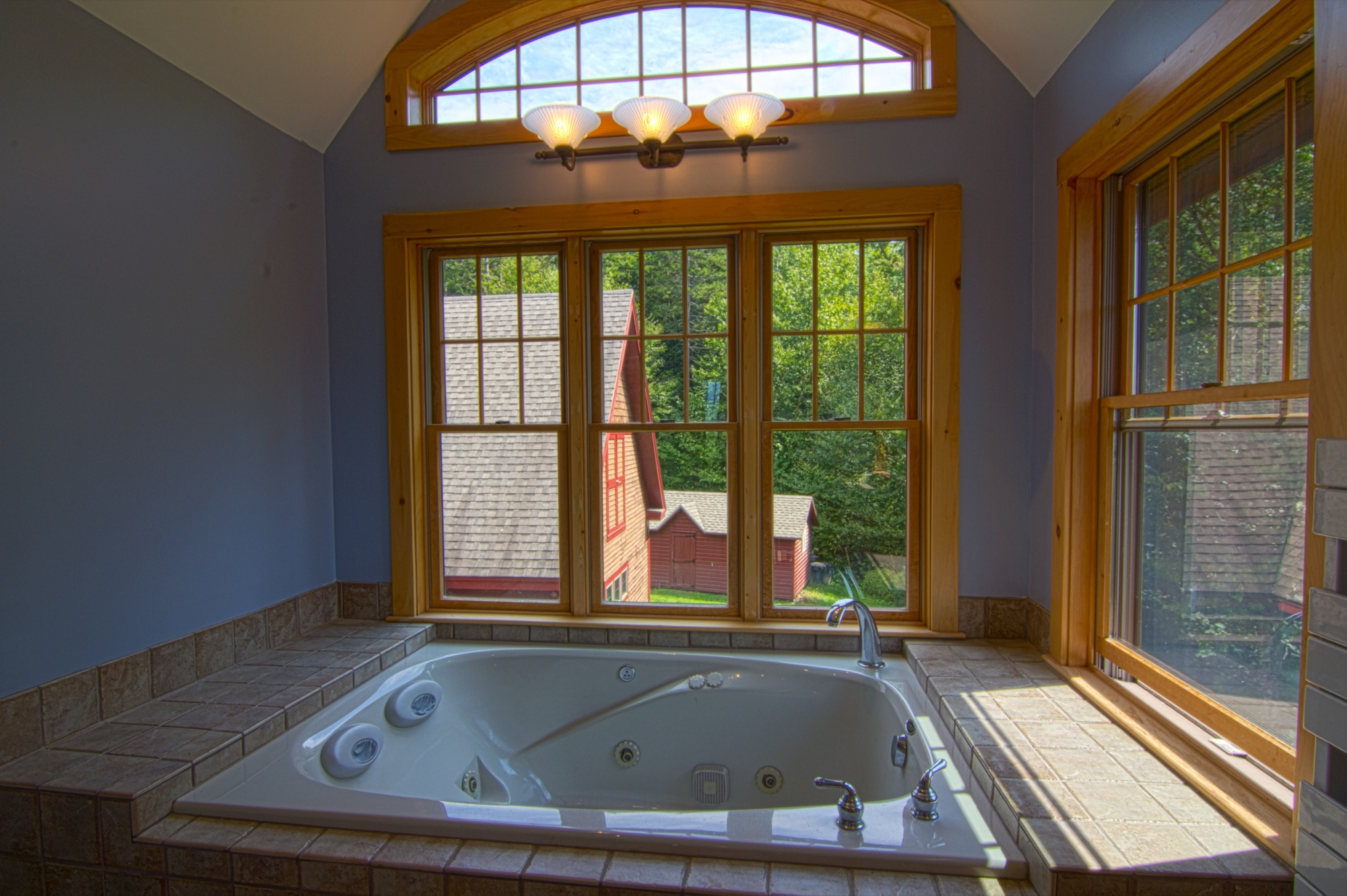 314 Campbell Rd - Master Bath.jpg