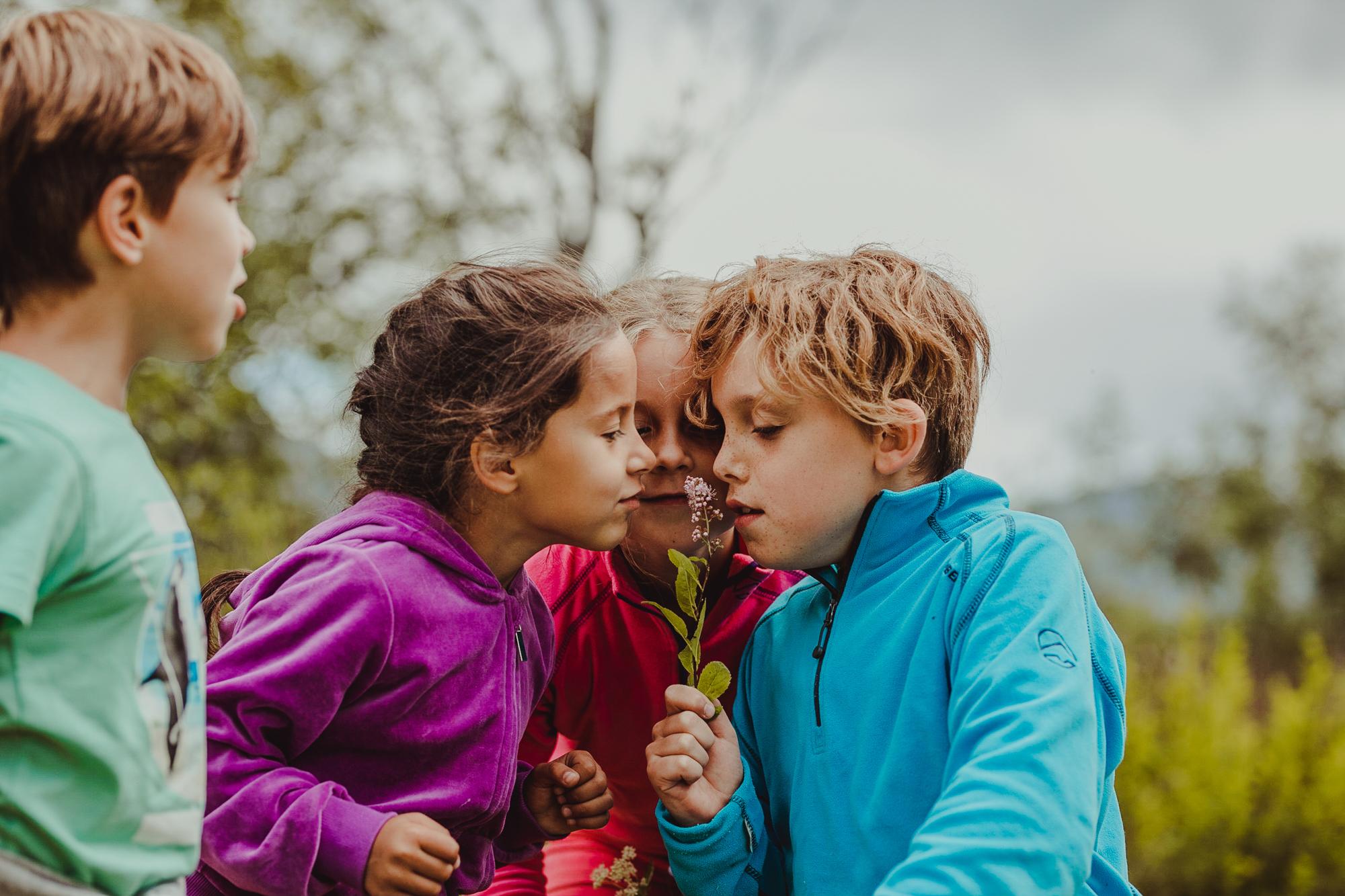 Bo og leve i Gildeskål - Gildeskål er et flott sted for barn og unge. Vi har et godt utbygget skole- og barnehagetilbud i alle deler av kommunen.Her finner du trygge og gode oppvekstmiljø i levende lokalsamfunn som bryr seg.