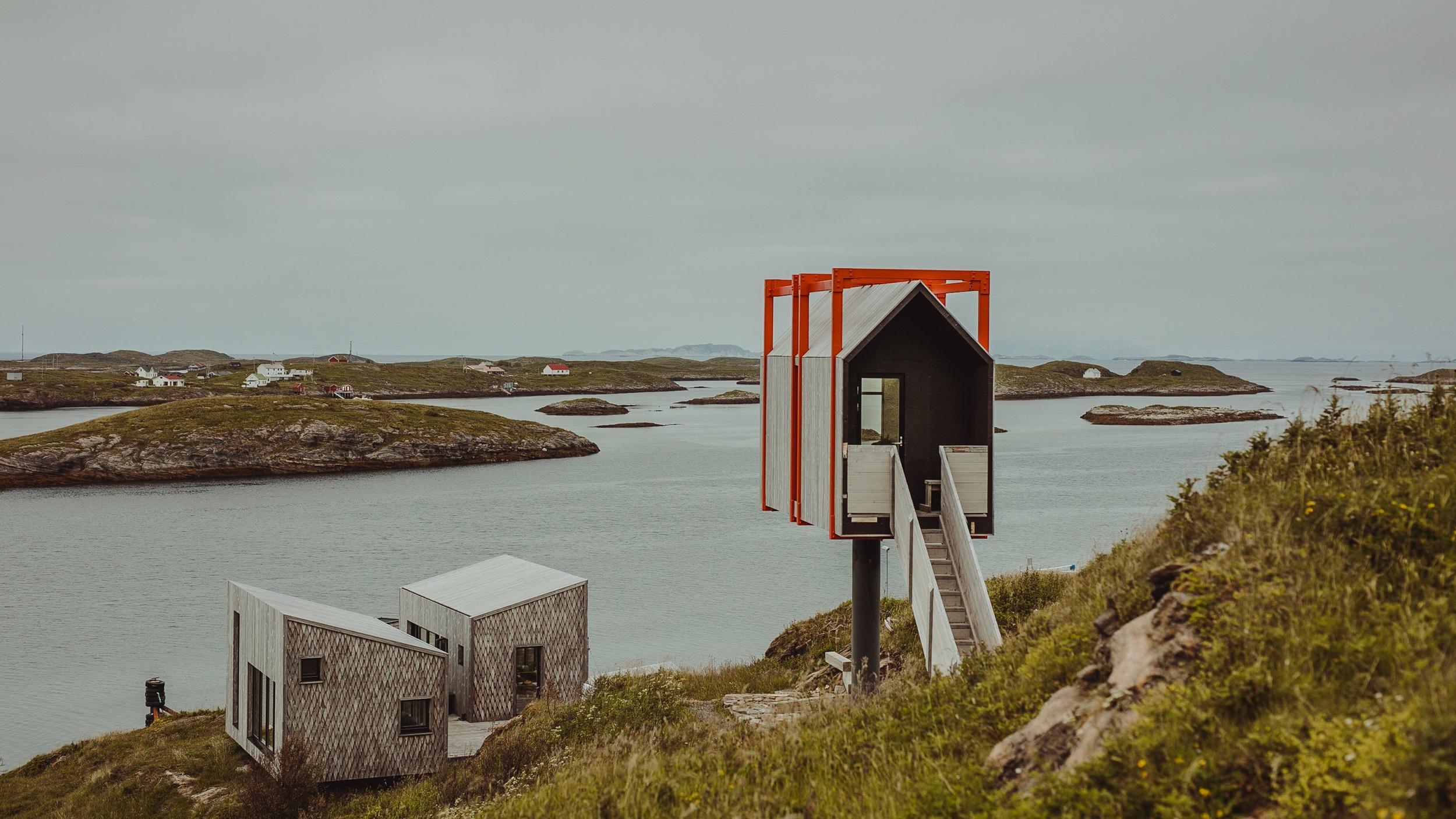 The Arctic Hideaway - Fleinvær - Arkitekt-tegnet landsby av småhus beliggende på Sørvær, Fleinvær. Her kan du finne roen og oppleve barsk nord-norsk natur med naturelementene tett på, kun 10 sengeplasser. Velkommen!